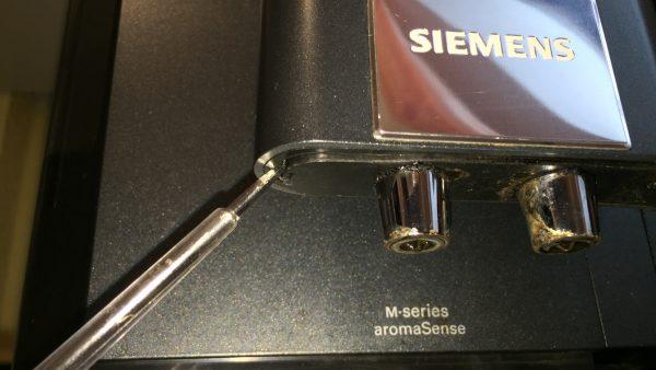 Kaffeevollautomat Siemens EQ 7 Kaffeeauslauf reinigen 2