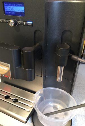 Kaffeevollautomat Siemens EQ 7 Milchschlauch reinigen